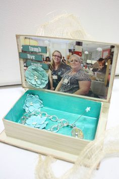 Petaloo and Quick Quotes Mothers Day Keepsake Gift Box has a surprise inside
