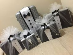 Black and white trousseau packing ideas Wedding Gift Baskets, Diy Wedding Gifts, Wedding Gift Wrapping, Wedding Gift Boxes, Creative Gift Wrapping, Wrapping Ideas, 5 Sense Gift, Trousseau Packing, Marriage Gifts