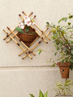 DIY bamboo wall decor ideas 2 craft projects with bamboo sticks crafts Diy Bamboo, Bamboo Poles, Bamboo Art, Bamboo Crafts, Bamboo Ideas, Diy Wanddekorationen, Easy Diy, Bamboo Design, Deco Originale