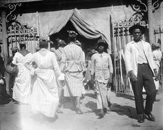 Item: Title: Market, Fort de France, 1906 Photographer: Publisher: Publisher#: Year: 1906 Height: 4 in Width: 5 in Media: acetate negative Color: b/w Country: Martinique Town: Fort de France Notes: For information about licensing this image, visit: THE CARIBBEAN PHOTO ARCHIVE
