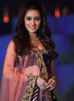 Shraddha Kapoor, Bollywood actress, Shraddha Kapoor makeup, shraddha kapoor pictures,shraddha kapoor wallpapers, bollywood celebrity, Shraddha Kapoor in Indian outfit, Indian outfits of bollywood celebrities, Sharddha Kapoor Indian actress