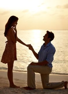 片膝をついて、跪いて♡前撮りフォトで絶対に撮りたい『プロポーズショット』のアイデアまとめ*にて紹介している画像