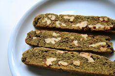 Diese Green Tea Walnut Biscotti von Carola schauen nicht nur unglaublich schön grün aus, sie schmecken bestimmt auch fantastisch!