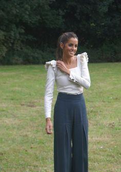 pantalon y blusa blanca