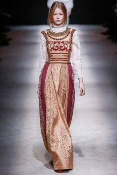 Alberta Ferretti Fall 2015 Ready-to-Wear - Collection - Gallery - Style.com **Large Panels on side body**