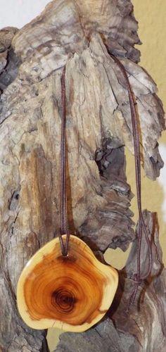 Kette mit Eibenholzanhänger