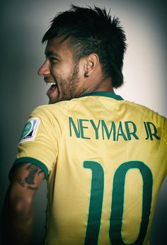 اصابة نيمار ليست خطيرة # Neymar is fine, the injury is not serious. Brazilian Soccer Players, Good Soccer Players, Football Players, Neymar Jr, Soccer Stars, Football Soccer, Lionel Messi, Fc Barcalona, Sergi Roberto