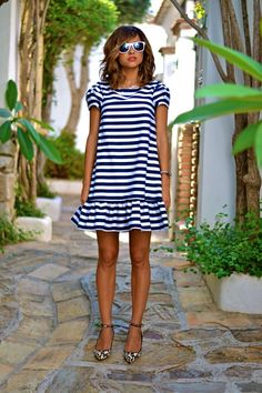 Veronica del blog Just Coco con el vestido Heidi Navy…