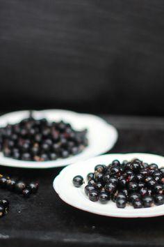 Blackcurrants for a smoothie. Fresh Fruit, Blackberry, Smoothie, Berries, Food, Essen, Blackberries, Smoothies, Bury