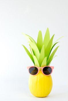 How cute is this DIY pineapple pumpkin?