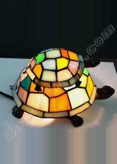turtles tiffany lamp - a work of art xxxxxxx Tiffany Art, Tiffany Glass, Tiffany Ceiling Lights, Animal Lamp, Chandeliers, Torchiere Lamp, Cute Turtles, Turtle Love, Stained Glass Lamps