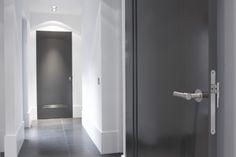 Antreciet deuren met hoge plint