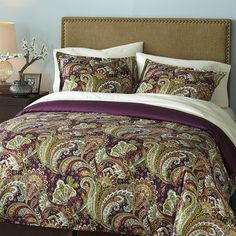 Shangri-La Paisley Bedding & Duvet...wonder if I could get hubby to go for purple paisley...hmmm