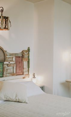 Weißes Schlafzimmer mit goldenen Details. Kensho Boutique Hotel ...