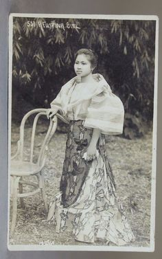 vintage everyday: 24 Charming Photo Postcards of Philippine Girls in Traditional Dresses from between Miss Philippines, Philippines Culture, Philippine Women, Philippine Fashion, Philippine Art, Filipino Fashion, Filipina Girls, Filipino Culture, Filipina Beauty