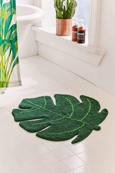 Urban Outfitters Monstera Leaf Bath Mat | tropical, spring, trendy, decor, design, modern, boho, bohemian | affiliate |