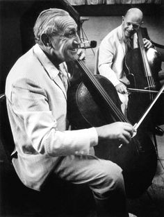 """Arthur Leipzig, a Photographer Inspired by Everyday Life in New York, Dies at 96 - NYTimes.com """"Piatagorsky and Casals, Musical Jokes, Puerto Rico, 1967."""" The Spanish cellist Pablo Casals, shown here with fellow cellist Gregor Piatagorsky, served as a lifelong subject for Mr. Leipzig. Arthur Leipzig, courtesy Howard Greenberg Gallery."""