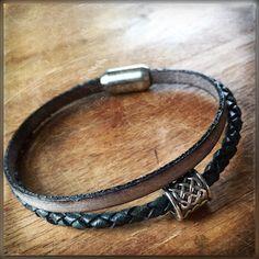 Geschenktipp für den Liebsten: Lederarmband mit keltischer Bartperle. Das Armband wird mit Magnetverschluss verschlossen, für coole Männer (+Frauen)! Weitere Ausführungen folgen, oder du schaust auf mal auf meiner Homepage vorbei.
