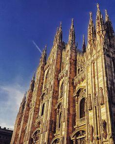 #duomo #milano #milan #italia #italy #guglie #chiesa #cielo #piazza #milanocentro #milanodavedere #primavera #spring #monumenti #cattedrale #cathedral #mariaenascenti #follow4follow #likeforlike #tagsforlikes by fabio_cisa