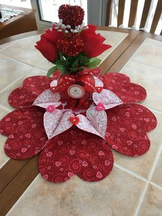 Quilted Table Toppers, Thing 1, Red Felt, Small Heart, Heart Print, Door Wreaths, A Table, Floral Arrangements, Valentines