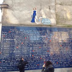 LOVE & BEAUTY 'Le Mur des Je Taime' est un monument dédié à lamour érigé dans le jardin romantique du square Jehan Rictus place des Abbesses à Paris Montmartre. Cette œuvre imaginée par Frédéric Baron et Claire Kito est devenue un lieu de rendez-vous pour les amoureux du monde entier un joli endroit pour s'arrêter quelques moments lors d'un promenade post-Noel à Paris. 'The Wall of I Love You' is a monument dedicated to love. It is situated in the romantic garden of the 'Jehan Rictus' square…