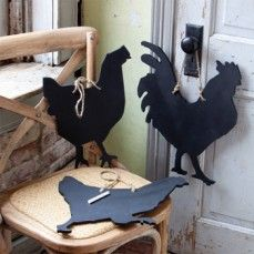 Farm animal chalkboards - these would be easy to make if you bought wood cutouts and spray painted them with chalkboard paint.