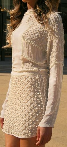 une robe rebrodée de perles