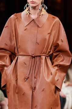 Stella McCartney Fall 2020 Ready-to-Wear Fashion Show | Vogue Stella Mccartney, Vogue Paris, Fashion Details, Fashion Design, Models, Fashion Show, Fashion Trends, Mannequins, Everyday Look