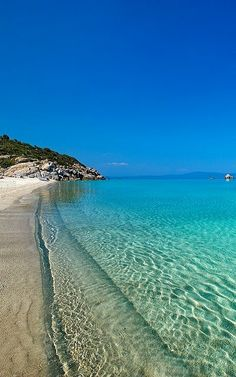 Kriopigi beach in Kassandra, Halkidiki, Greece Beautiful Places In The World, Wonderful Places, Beautiful Islands, Beautiful Beaches, Places To Travel, Places To See, Zakynthos, Halkidiki Greece, Myconos