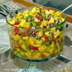 Sweet and spicy pineapple salsa / salad goes very well with BBQ's but also fish and chicken. This is a versatile salsa and you can substitute other fruits for the pineapple, such as peaches, nectarines, or melons. Bbq Party, Tiki Party, Luau Party Foods, Hawaii Party Food, Party Recipes, Beach Party, Picnic Recipes, Luau Party Desserts, Luau Snacks