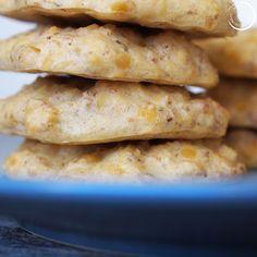 Vauvan lempeät kookos-linssipihvit + kananmuna-altistus — Simppeli sormiruokakeittiö Aurora, Bread, Cheese, Food, Brot, Essen, Northern Lights, Baking, Meals