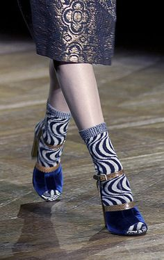 Calcetines con zapatos!!! Efecto visual con color azul.  ||  Socks with shoes!!! Visual effect with blue color.  ||   Marni