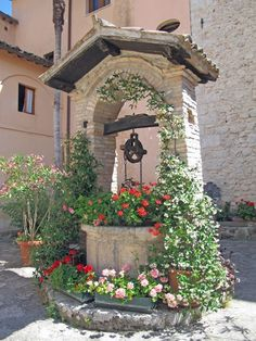 Registration of a well in the country- Оформление колодца на даче Registration of a well in the country - Garden Art, Garden Design, Home And Garden, Back Gardens, Outdoor Gardens, Wishing Well Garden, City Flowers, Pinterest Garden, Hacienda Style