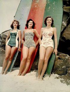 Vintage babes in vintage bathing suits <3