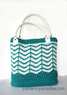 Eve's Reversible Tote Bag pattern by Maria Bittner Stricken – Suzi Stricken Crochet Handles, Reversible Tote Bag, Tote Pattern, Crochet Purses, Beach Tote Bags, Market Bag, Used Iphone, Knitted Bags, Leather Handle