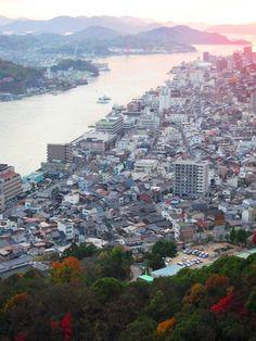 夕陽の街俯瞰の図