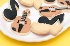 Etsy vendor Sweets 'n' Treats by Camille made the adorable musical instrument and note cookies.  Source: Painted & Sprinkled