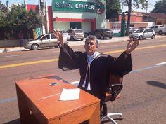 No Amapá, juiz protesta contra corrupção no meio de avenida http://g1.globo.com/ap/amapa/noticia/2014/11/no-amapa-juiz-protesta-contra-corrupcao-no-meio-de-avenida.html…