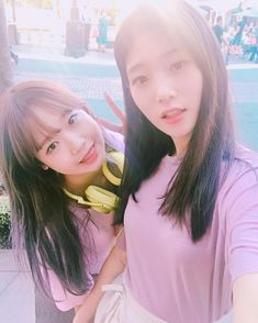 Yoojung (Fantagio Ent.) & Chaeyeon (DIA) ♪ I.O.I Ulzzang Fashion, Ulzzang Girl, Korean Fashion, Kpop Girl Groups, Korean Girl Groups, Kpop Girls, Ioi Members, Jung Chaeyeon, Choi Yoojung