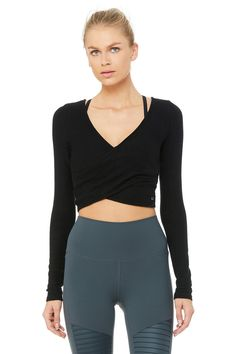 Alo Yoga Amelia Luxe Long Sleeve Crop - Black - Size S - Performance Fabric Fitness Outfits, Yoga Outfits, Yoga Pants Outfit, Sporty Outfits, Cute Outfits, Fitness Pants, Fitness Wear, Summer Outfits, Yoga Girls