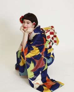 Kimono from aedam Japanese Prints, Japanese Kimono, Japanese Girl, Kimono Outfit, Kimono Fashion, Traditional Fashion, Traditional Outfits, Geisha, Modern Kimono