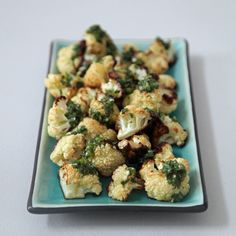 Cauliflower Just Got at Least 10 Times More Interesting.Cauliflower and salsa verde Cauliflower Benefits, Roasted Cauliflower, Cauliflower Recipes, Cauliflower Mash, Creamy Cauliflower, Sandwiches, Clean Eating, Healthy Eating, Clean Meals