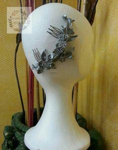 peineta plateada de porcelana con hojas y flores