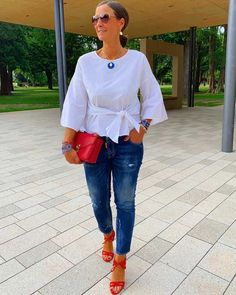 Tanja Jager (@jagta8) | Photos and Outfits on 21 Buttons Mature Fashion, Over 50 Womens Fashion, Fashion Over 40, Spring Fashion Outfits, Spring Summer Fashion, Autumn Fashion, Summer Outfits, Mundo Fashion, Fall Wardrobe Essentials