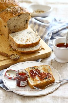 POTINGUES Y FOGONES: Pan de molde con semillas y ciruelas pasas ............ Deliciosas tostadas para el desayuno.