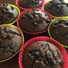 """<p style=""""text-align: justify;"""">Yeni videomuz damla çikolatalı muffin. Blogun en sevilen tariflerinden biri. Deneyen herkesin favorisi haline geliyor. Video henüz denememiş olanlar için tarifle tanışma fırsatı daha önce deneyip beğenmiş o"""