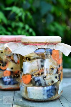 Macrou marinat la rece - CAIETUL CU RETETE Bird Feeders, Conservation, Preserves, Pickles, Seafood, Diy And Crafts, Food And Drink, Fish, Canning