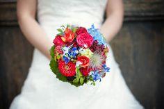 Brautstrauß bunt rot blau