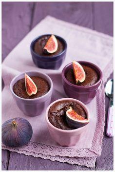 Mi-cuits vanille et figue fraîche (figues fraîches, chocolat noir, miel d'acacia, oeufs, farine de petit épeautre, levure, extrait de vanille liquide)