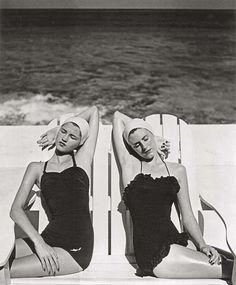 Le donne moderne di Louise Dahl-Wolfe - Twins at the Beach, Nassau, 1949 (Gemelle in spiaggia, Nassau) (Foto di Louise Dahl-Wolfe. Collezione Staley Wise Galley. ©1989 Center for Creative Photography, Arizona Board of Regents. Tutti i diritti riservati)